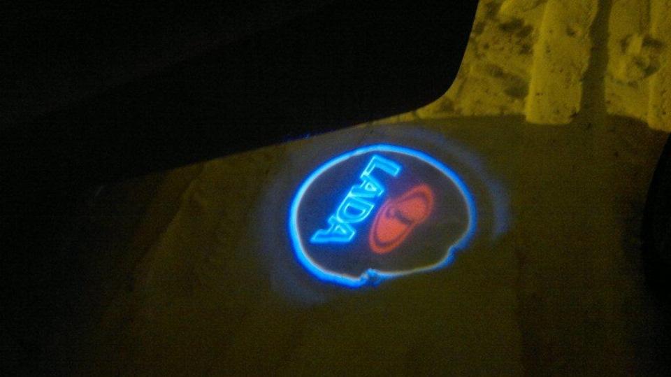 Как сделать подсветку двери с логотипом