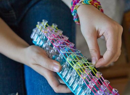 Плетение из маленьких резиночек браслеты
