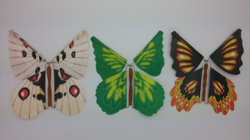 Днем, летающая бабочка для открыток своими руками